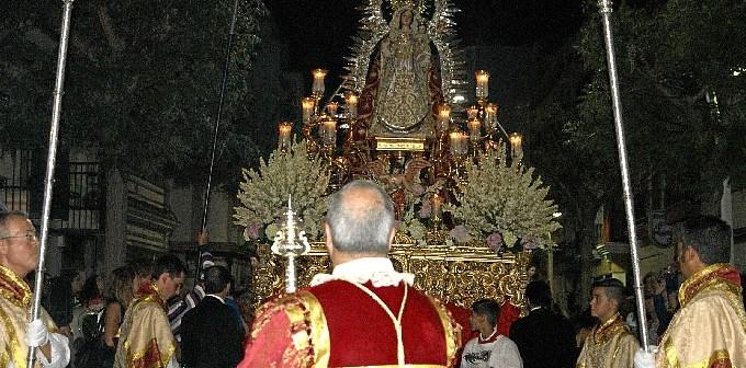 Imagen de la Virgen del Rosario que recorrio ayer las calles de la localidad