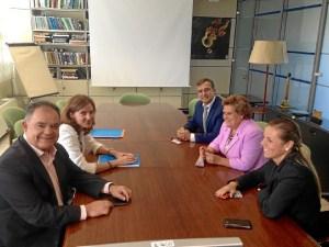 La Alcaldesa y los dos Tenientes de Alcalde en la reunion