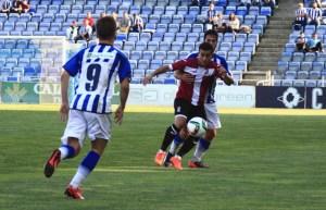 Mica Pinto presionando a un jugador del Cartagena. (Madrid)