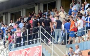 Crispación en la grada hacia el dueño del club Pablo Comas. (Espínola)