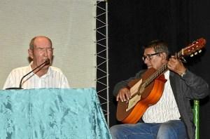 cristobal Arcos, al cante.