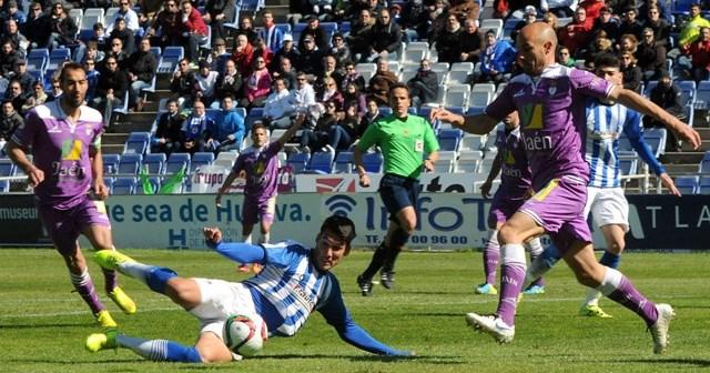 Alejandro Ceballos barriendo un balón. (Espínola)