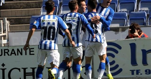Jugadores del Recretivo celebrando uno de los goles. (Espínola)