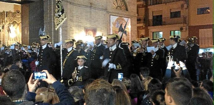 La agrupación con su nuevo uniforme en las puertas del Polvorín.