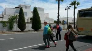 Escolares cruzando2