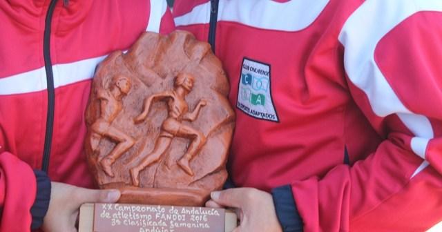 Trofeo para el CODA de atletismo.