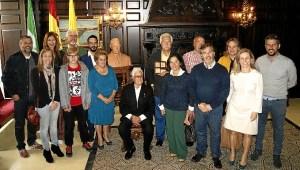 Las autoridades junto a los familiares Manuel Lopez y Carlos Silva