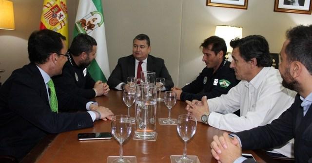 Presentación de los VI Juegos de Policías y Bomberos ante el delegado del Gobierno en Andalucía.