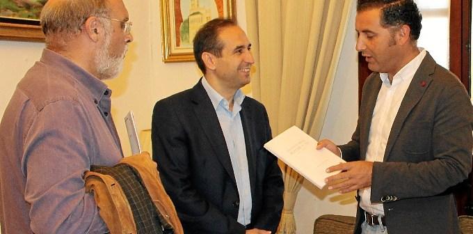 M Con el director general del Libro
