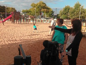 Monica Rossi en un parque infantil de Huelva 02