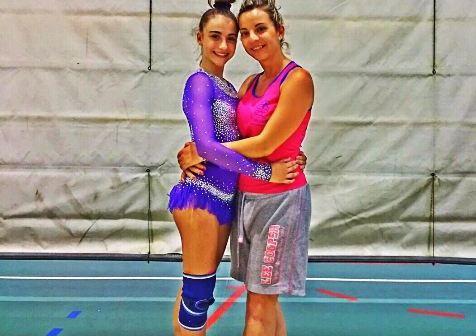 Sara Muñoz y su entrenador Adriana Stoinska.