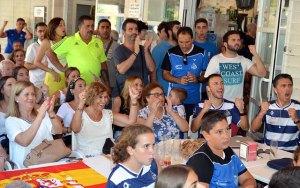 Celebración de la victoria de Carolina Marín en el parque Moret.