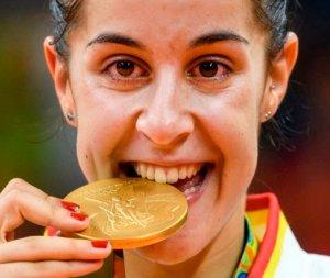 Carolina Marín, con la medalla de oro olímpica.
