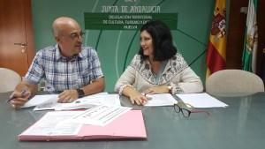 Carmen Solana y Manuel Rofa (Jefe de servicio de Deporte de la Junta de Andalucía).