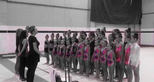 Control de gimnastas del Club Rítmico Colombino.