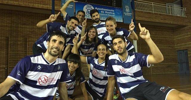 Jugadores del Recreativo IES La Orden celebrando la victoria.