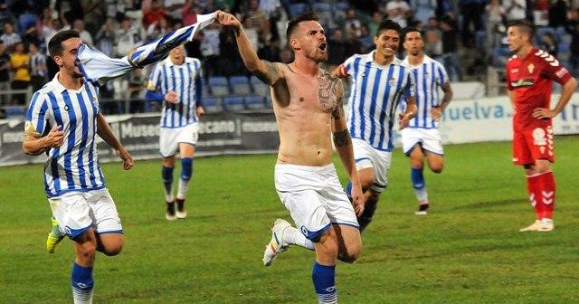Iván Aguilar celebrando un gol.
