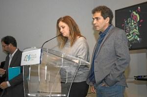 Vladimir Cruz y Marta Velasco leen el acta del Jurado Oficial.