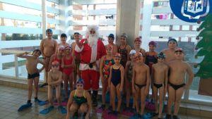 Papa Noel visita a la cantera del Club Natación Huelva.