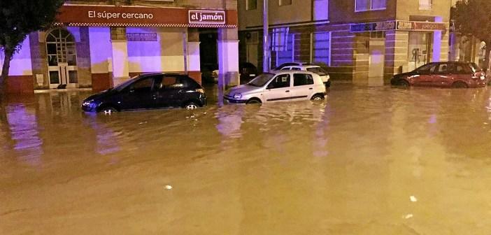 Las calles se convirtieron en ríos durante la noche en Lepe.