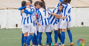 Jugadoras del Sporting celebrando la victoria.