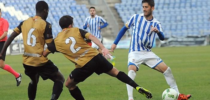 Fran Macado presionado por el Sanluqueño.