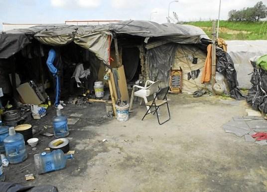 Cáritas alerta de la situación de los asentamientos tras la muerte de un joven
