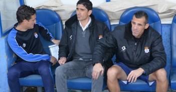 Pavón con su cuerpo técnico, David Torrejón y Miguel Rosas.