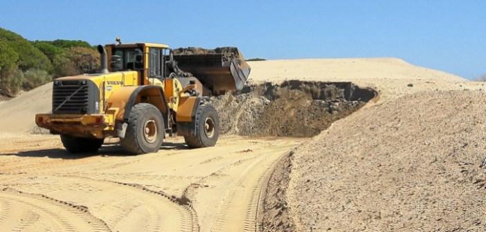 20170320 Obras emergencia playa El Portil acopio arena