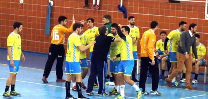 Jugadores del PAN Moguer celebrando la victoria.