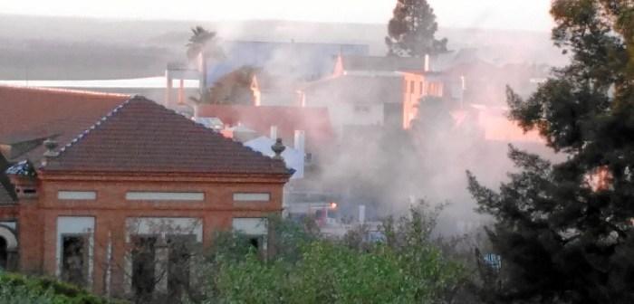 Una gran humareda ha alertado a los vecinos de lo que estaba ocurriendo.