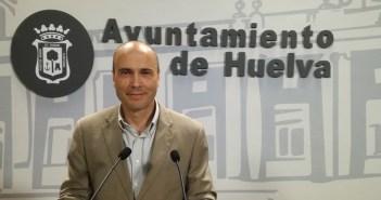 Rafael Gavilán, portavoz de Mesa de la Ría en el Ayuntamiento de Huelva.