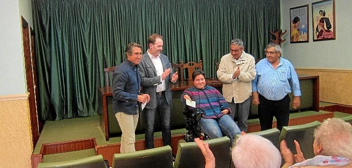 Villaltauro entrega cheque