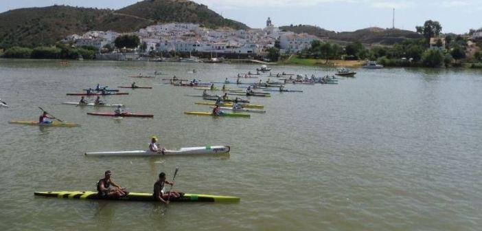 Salida de la Regata de piragüismo del río Guadiana.