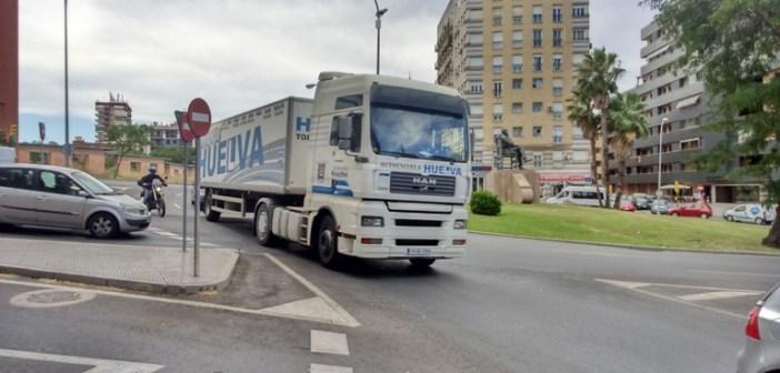 Protesta de las autoescuelas en Huelva (3)