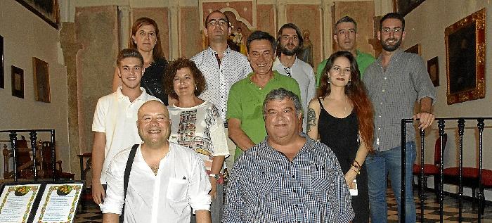 grupo de profesores , autores de  microrrelatos.