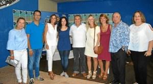 Angeles de Camela, junto al promotor del IslaGo y alcaldesa y concejales