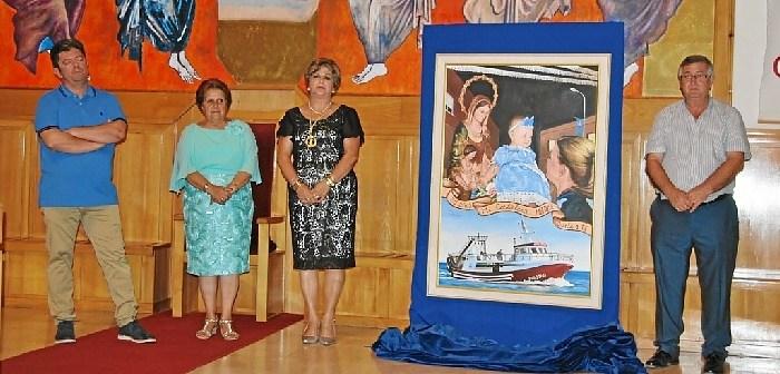 El autor junto a la alcaldesa, la presidenta de la Hdad. y el Teniente de Alcalde
