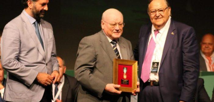 Medalla de Oro de la RFAF a Diego de la Villa