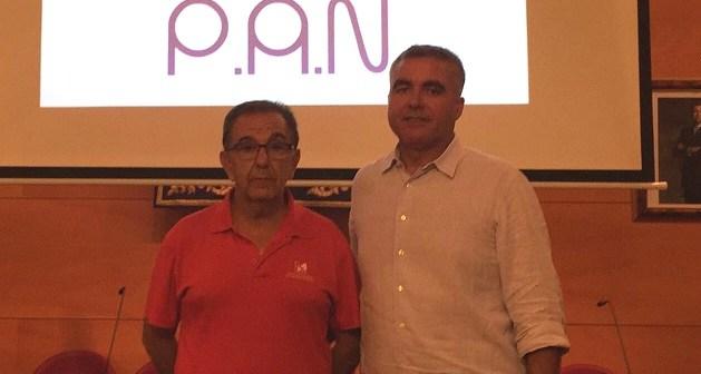 Ventura Vivas y Enrique Cumbreras, entrenador y presidente del PAN Moguer.