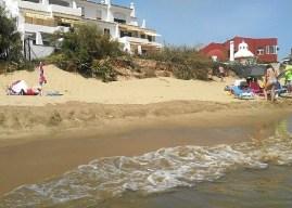 Vecinos de El Portil se manifestarán este sábado por el estado de la playa