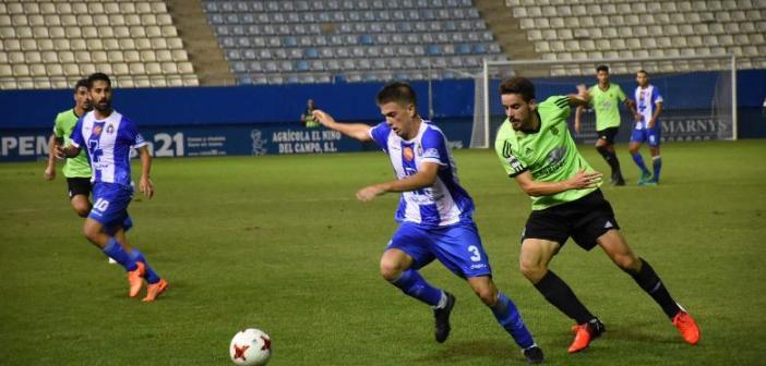 Sergio González presionando un balón. (Tenor)