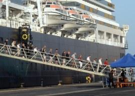 Más de 2.600 cruceristas llegan a Huelva a bordo del 'Koningsdam'