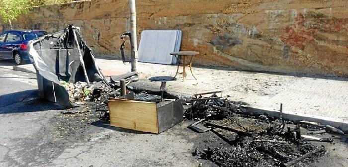 Incendio contenedores en Huelva (1)