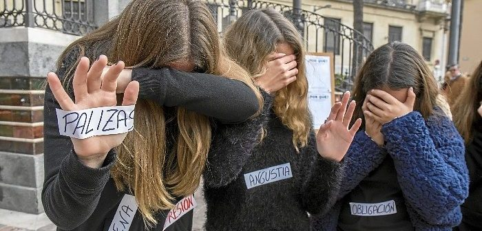 Protesta simbólica contra la violencia machista.