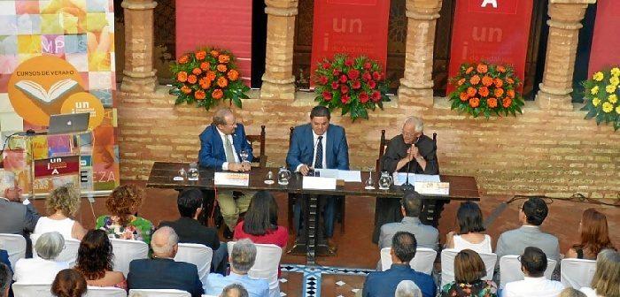 La UNIA ha celebrado un año más sus reconocidos cursos de verano. En la imagen, acto inaugural en el patio del monasterio de La Rábida.