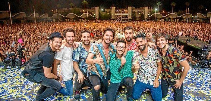 No hay duda de que Manuel Carrasco es profeta en su tierra. Miles de personas lo pudieron comprobar en Isla Cristina en un concierto inolvidable.
