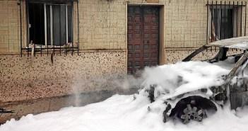 incendio coche aljaraque2.jpg