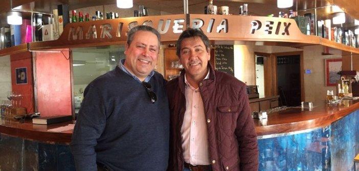 Enrique Escalante, presidente del CDB Enrique Benítez junto a Manolo Zambrano, presidente del Recreativo de Huelva.