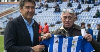 Homenaje a Bobby por parte del Recreativo de Huelva.